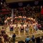 """Les """"rikishi"""" comme on les appelle au Japon entourent l'arène de combat appelée """"dohyō""""."""